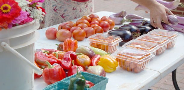 Farmers' market provides fresh place to buy food