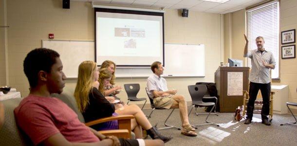 Award-winning journalist Steve Sapienza visits, presents on crisis reporting