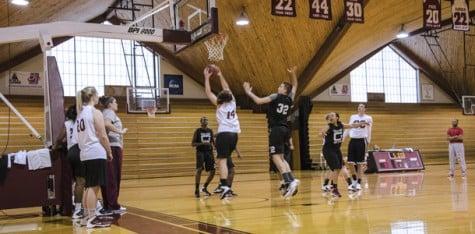 Women's basketball warms up for season