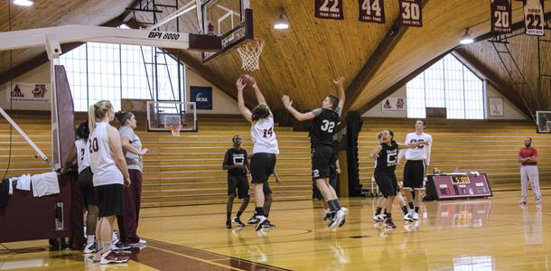 Women's basketball warms up for season