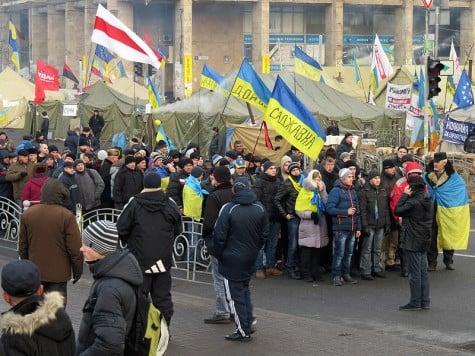 Ukrainian protestors endure
