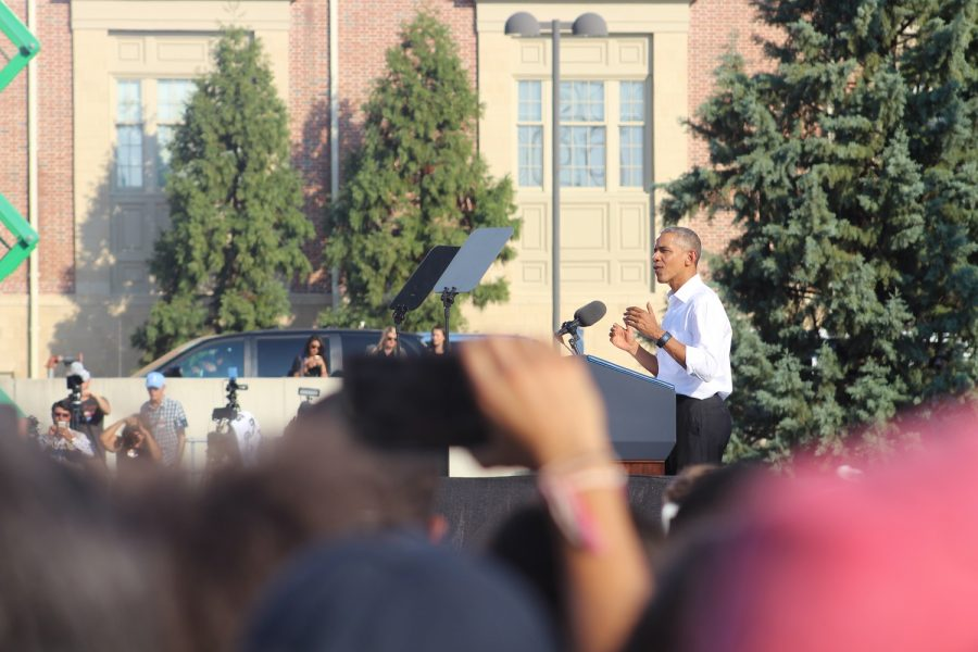 President+Barack+Obama+addresses+a+crowd+of+16%2C000+at+the+University+of+North+Carolina+in+Chapel+Hill%2C+North+Carolina+on+Wednesday%2C+Nov.+2%2C+2016.+Obama+campaigned+for+Democratic+presidential+candidate+Hillary+Clinton+and+encourage+those+in+the+crowd+to+vote.