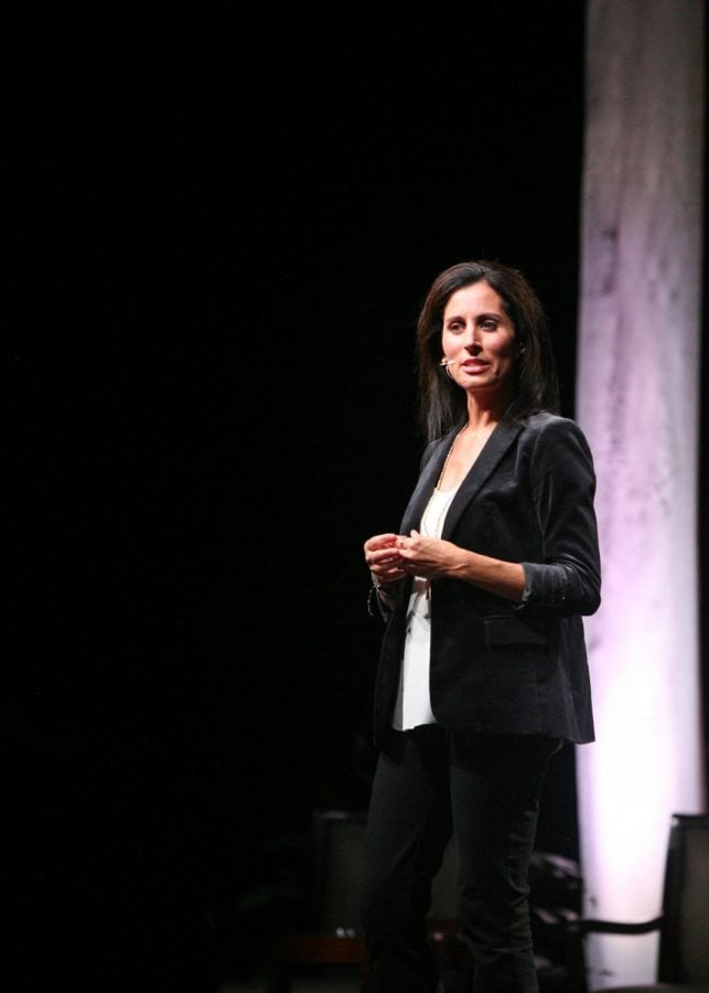 """Lisa Genova talks about her novel, """"Still Alice,"""" which uses a story as a vehicle of empathy and understanding of neurological diseases during her Bryan Series talk on Oct. 25, 2017. // Photo by Fernando Jiménez / The Guilfordian"""