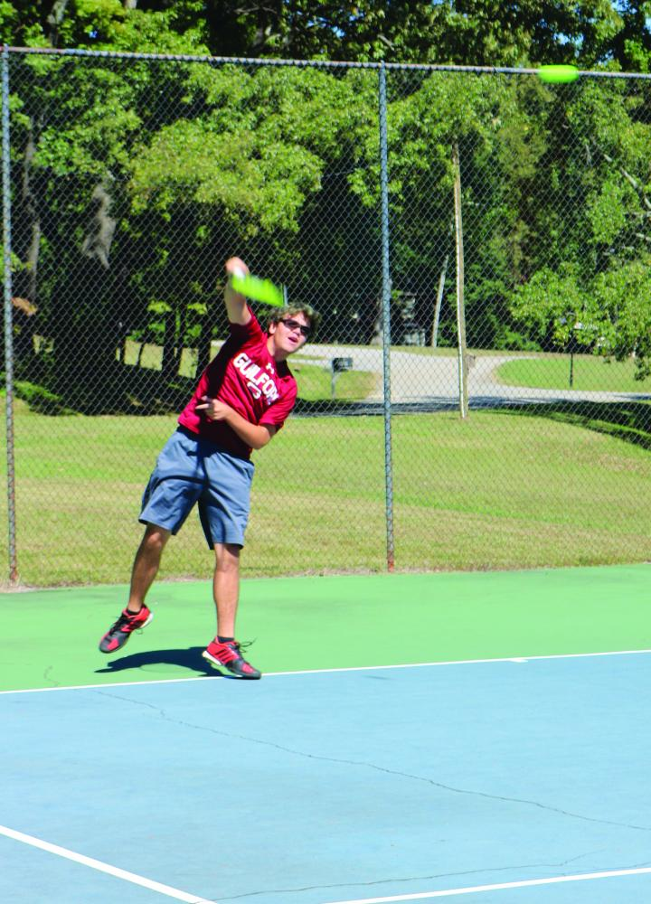 Guilford+College+men%E2%80%99s+tennis+first-year+Kane+Mills+practices+on+Tuesday%2C+Oct.+3%2C+2017.+%2F%2FPhoto+by+Abigail+Bekele%2FThe+Guilfordian