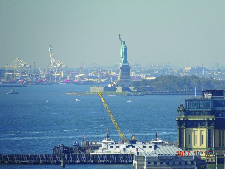 The Statue of Liberty overlooks the New York Harbor.//Photo by Etsuo Fujita