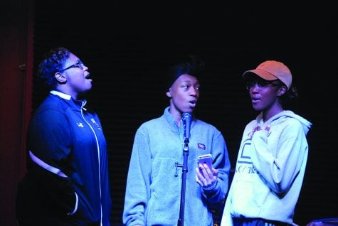 Students shine in open mic for Praise and Worship Night