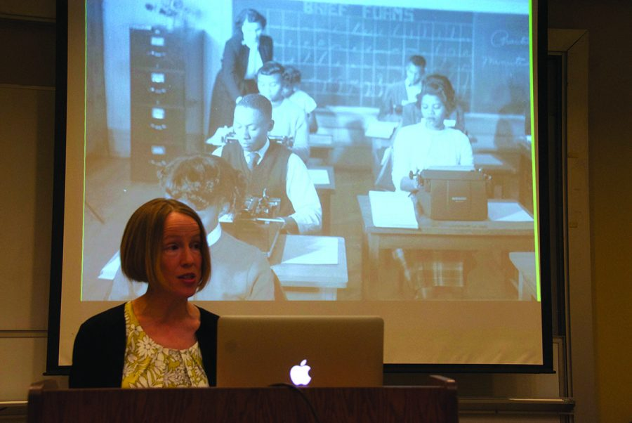 Sarah+Thuesen%2C+assistant+professor+of+history%2C+discusses+the+boycotts+and+student+protests+of+the+1940s+desegregation+movement+during+the+Newlin+lecture.%2F%2FPhoto+by+Ezra+Weiss%2FThe+Guilfordian+