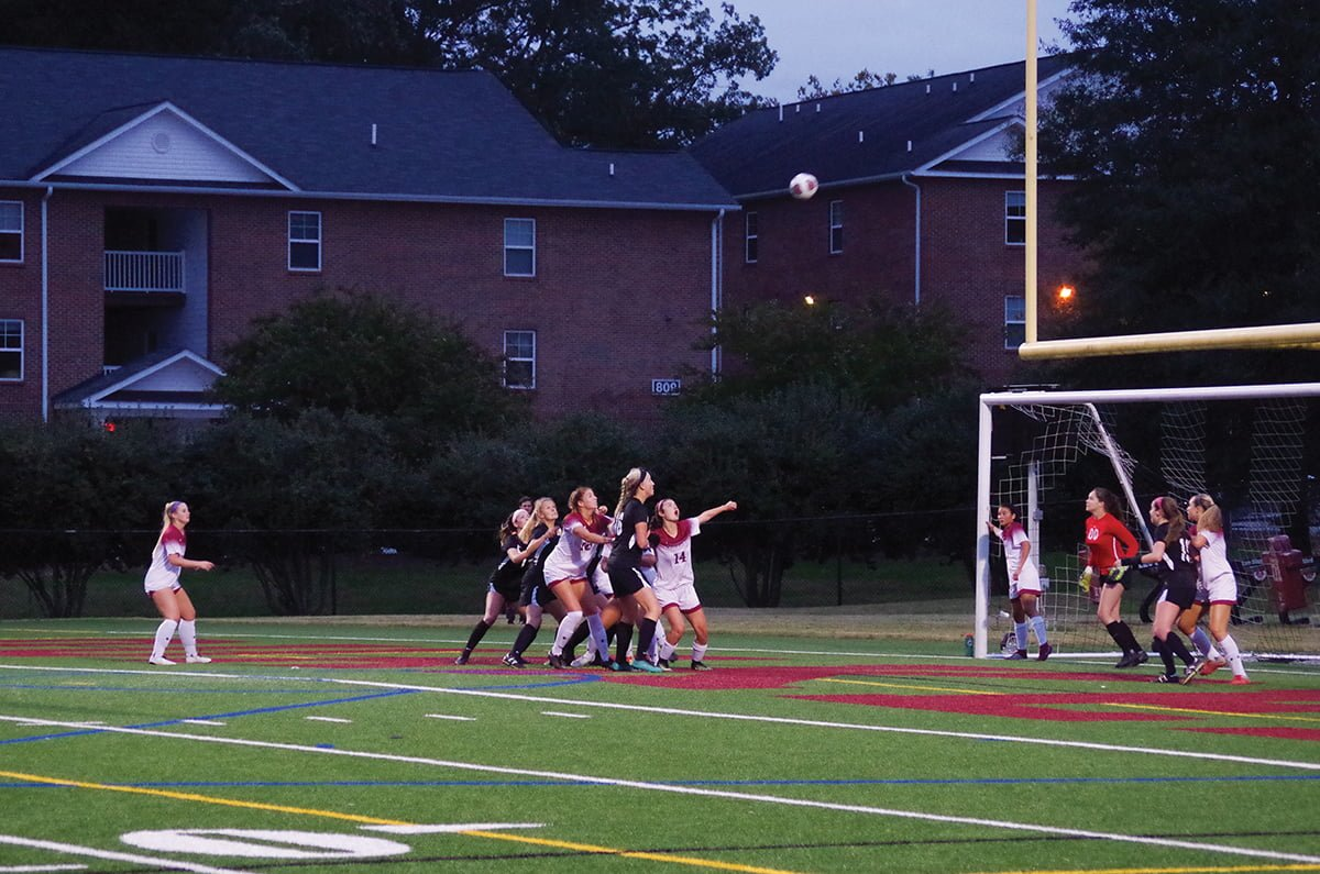 Guilford women's soccer players defend a corner kick by Randolph-Macon College.//Photo by: Andrew Walker/The Guilfordian