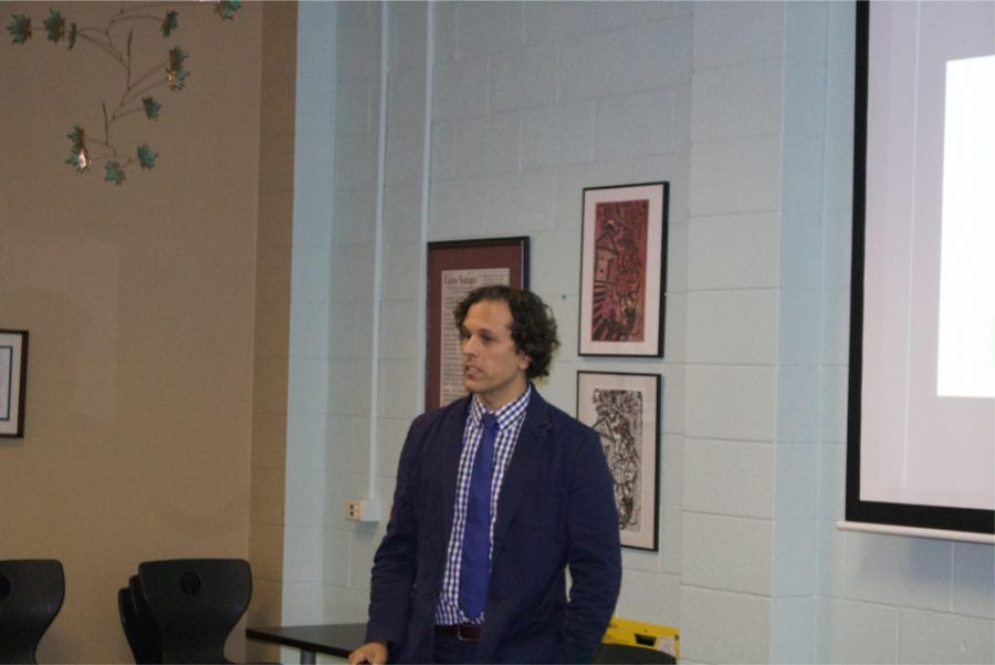 Associate+Professor+of+Spanish+Alfonso+Abad+Manche%C3%B1o+presents+his+research+on+the+role+of+effective+motivation+in+second+language+learning.