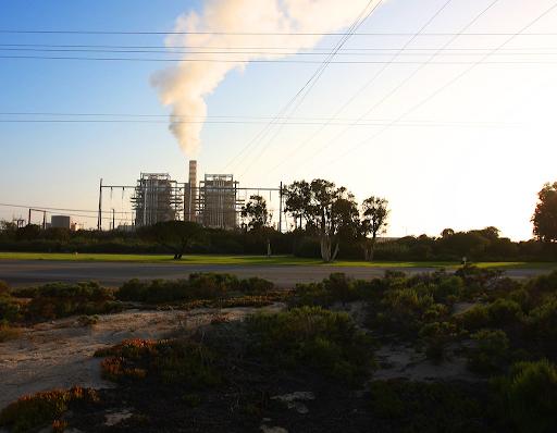 A coal-fired power plant like the Duke Energy plant at Belews Lake.