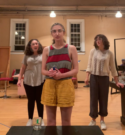 From left to right: Josie Schoenberg, Naomi Caplan, and AllyThring rehearse in the Acting Studio on Oct. 12.